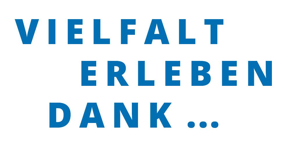 """Blauer Schriftzug mit dem Satz """"Vielfalt erleben dank …""""."""