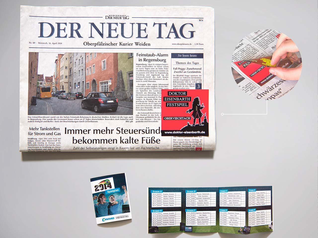 """Ansicht der Zeitung """"Der neue Tag"""" aus dem Druck von Oberpfalz Medien mit rotem Memo-Stick."""