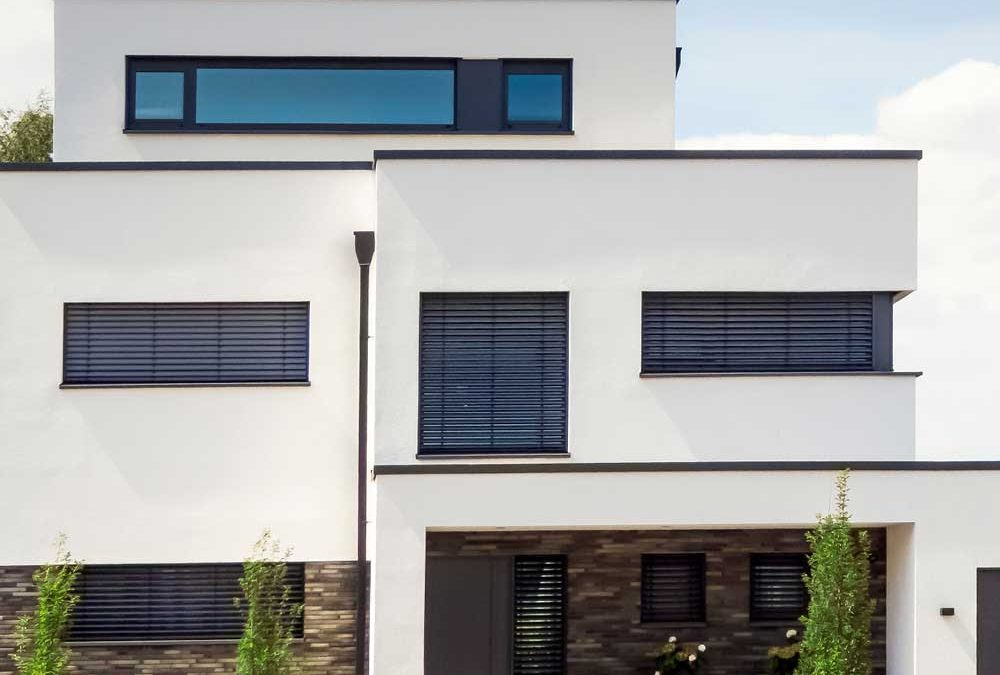 """Modernes Haus von außen für die Beilage """"Besser bauen, schöner wohnen"""" von Oberpfalz Medien."""