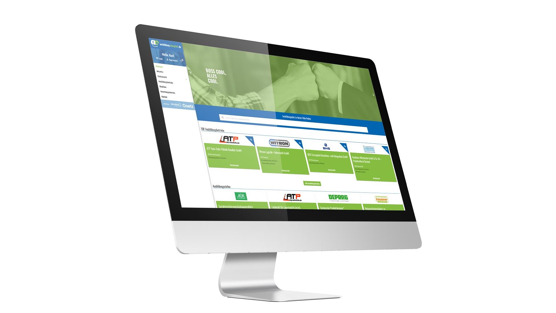 """Ansicht eines Monitors, auf dem das Onlineportal """"ausbildung-oberpfalz.de"""" zu sehen ist."""