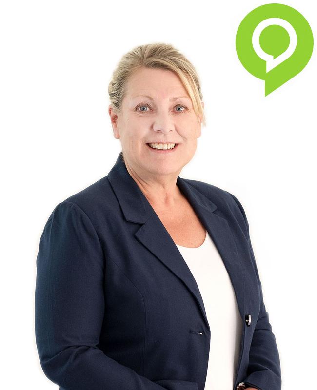 Ältere Frau mit langen hellen Haaren und dunkelblauem Blazer aus der Mediaberatung von Team Oberpfalz Medien.