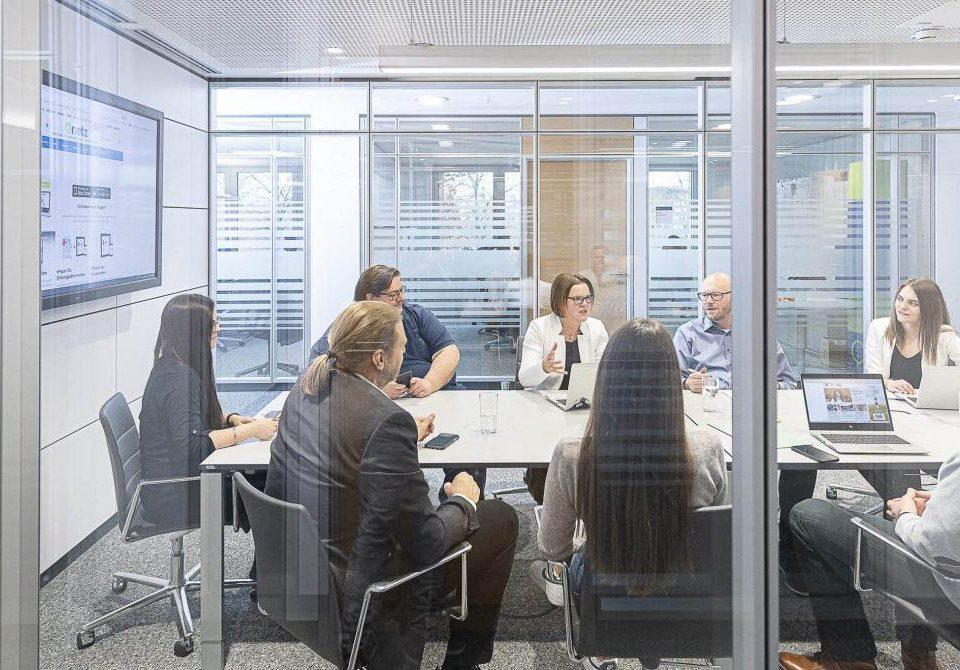 OnetzPlus-Teambesprechung im Büro