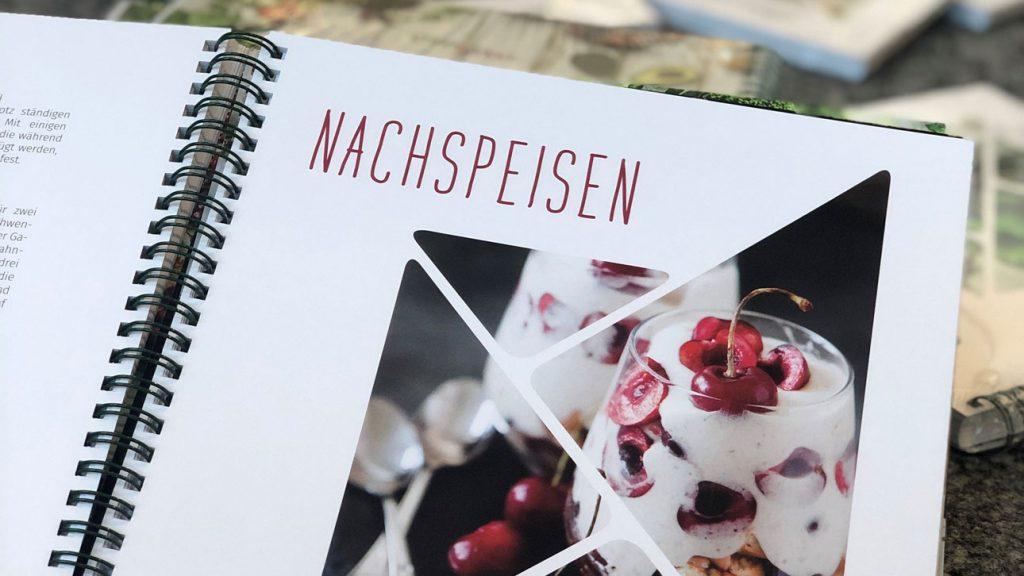 Einblick in Kochbuch Nachspeisen-Seite