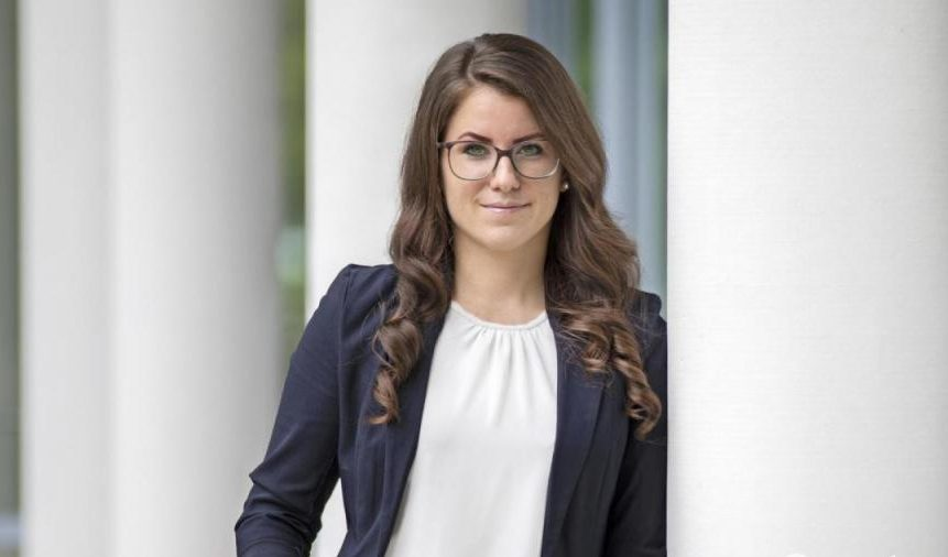 Jacqueline Roscher leitet die OM Netzwerk Marketing-Agentur