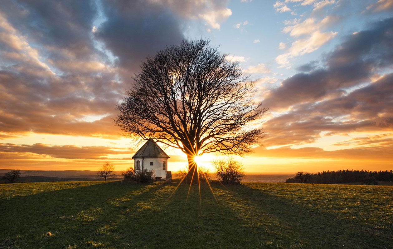 Landschaft-Fotografie von der Muglhof-Kapelle im Sonnenuntergang