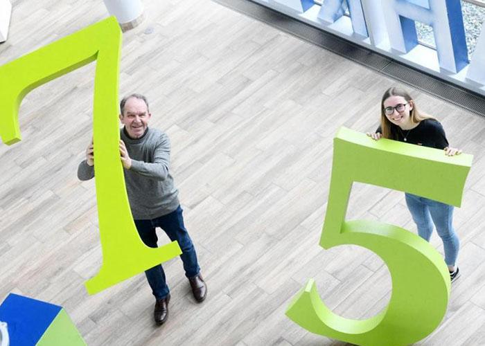 Ältester Mitarbeiter und jüngste Mitarbeiterin bei Oberpfalz Medien
