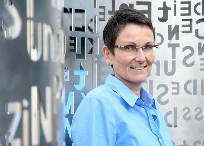 Portrait von Nicola Schiffer, Leiterin Druckzentrum