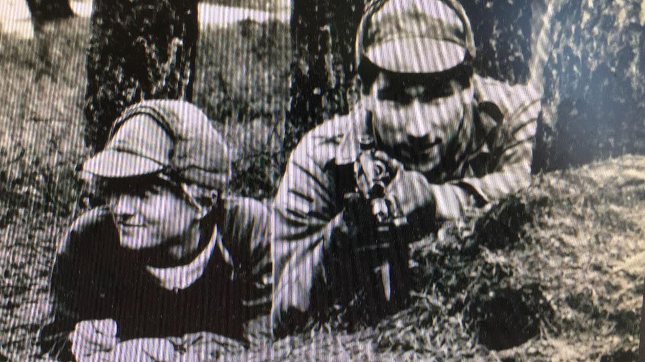 Altes Foto von Reporterin beim Training mit der Bundeswehr